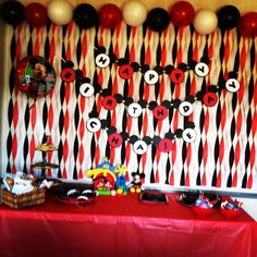 Mickey Mouse party decorations #mickeyparty