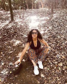 "Gefällt 396.2 Tsd. Mal, 1,722 Kommentare - Salma Hayek Pinault (@salmahayek) auf Instagram: ""I like turtles in the woods 🐢  Me gustan las tortugas en el bosque"" Salma Hayek Penelope Cruz, Salma Hayek Style, Selma Hayek, Ugly Betty, Golden Globe Award, Best Actress, Most Beautiful Women, Actresses, Instagram"