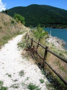 lago castreccioni (lago di Cingoli) - www.littleancona.com