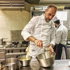 Live dalla cucina del @byblos.art.hotel con lo chef @marcoperezchef. Seguo la prova del piatto che farà a Vico #verona #festadivico #vicoequense #piatto #chef #picoftheday #photography #photooftheday by lalessiuccia
