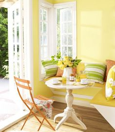 Yellow Kitchen Decor to Brighten Your Cooking Space - DIY Home Art Yellow Paint Colors, Best Paint Colors, Wall Paint Colors, Yellow Walls, Yellow Painting, Room Colors, Yellow Rooms, Yellow Dining Room, Bright Rooms