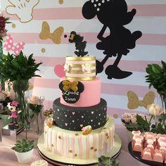 Olha que linda esta Festa Minnie Rosa. Decoração Fábrica Autoral. Lindas ideias e muita inspiração! Bjs, Fabiola Teles.            Mais ideias lind...