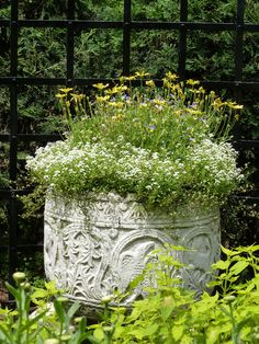 Planter at Cantigny - photo by pathensch -