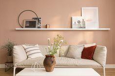 Alt listverk, også vinduene i stuen er malt i 9918 Klassisk hvit med LADY Supreme Finish Silkematt