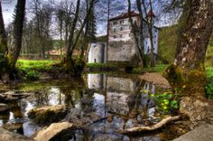 Discover the world through photos. Castle Season, Slovenia, Abandoned Places, Beautiful Homes, Fairy Tales, Medieval, Houses, Seasons, Architecture