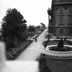 Királyi Palota, előtte Savoyai Jenő szobra.
