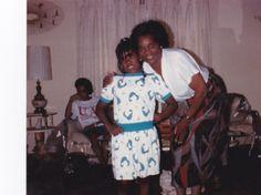 Mom, Shana & Kelley (Jean) in background
