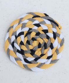 These braided rug t-shirt yarn coasters are so cute, and so easy to make. They look like the rag rugs my grandma used to have!