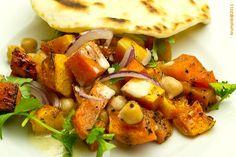 Sütőtökös csicseriborsó saláta tahinivel - kép: Krumpli Béla A Casa Moro szakácskönyvből az egyik kedvenc receptem. Rengeteg, különböző karakteres íz ötvöződik ebben a színes ételben, a végeredmény pedig egy harmonikus, különleges kombináció. Előételként… Tahini, Tacos, Mexican, Chicken, Ethnic Recipes, Food, Essen, Meals, Yemek