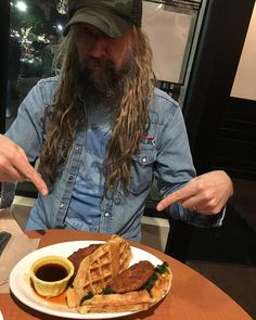 Rob Zombie Film, Sheri Moon Zombie, White Zombie, Chicken And Waffles, Heavy Metal Bands, Birthday Fun, Marilyn Manson, Vegan, Hard Rock