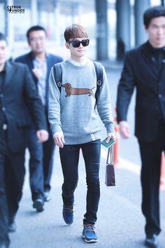 141101- EXO Chen (Kim Jongdae); Gimpo Airport to Beijing Airport