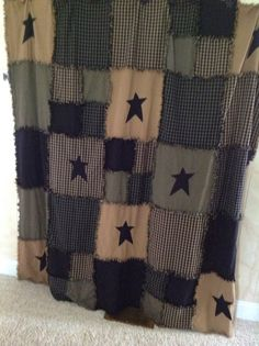 These items are done in blacks and kahki raggy squares. The shower curtain measures and the mat A very nice accent to your bathroom. Primitive Antiques, Primitive Crafts, Country Primitive, Primitive Shower Curtains, Rustic Shower Curtains, Antique Decor, Antique Furniture, Home Furniture, Prim Decor