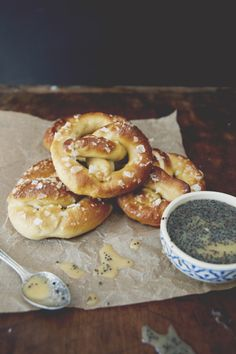 The Kitchy Kitchen - Pretzels with Honey Mustard Sauce