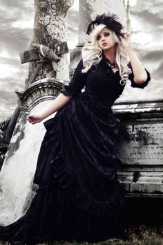 Mina Gown from Bram Stokers Dracula Silk Custom in black 1200