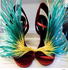 Clatchet or Ratchet? Michel Fugain, Jamaica Outfits, Cinderella Slipper, Victoria Secret Outfits, Expensive Shoes, Hot Heels, Miami Fashion, Couture, Types Of Shoes
