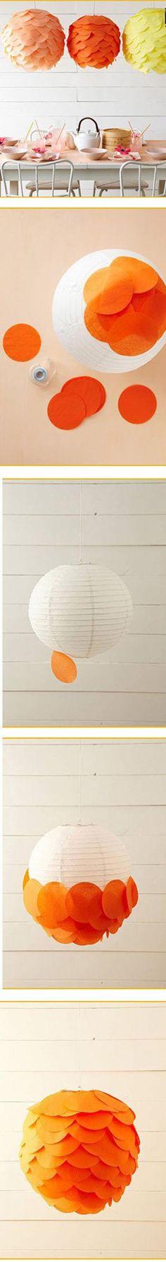 Lámpara decorada con papeles de colores