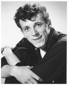 Image from http://gene.vincent.fanclub.voila.net/GeneVincent10_WEBSmall.jpg.
