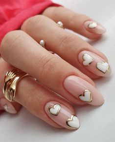 white heart with gold nails, nail trends 2021, pretty nails, nail art designs, nail design ideas, neutral nails, white and gold nails Elegant Nail Art, Pretty Nail Art, Minimalist Nails, Nail Swag, Stylish Nails, Trendy Nails, White Nails, Pink Nails, Nail Art Designs