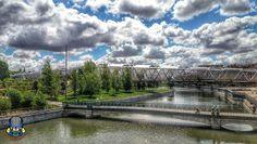 Desde la pasarela del canal mirando al este vemos el puente de Bolas y el puente monumental de Arganzuela o puente de Perrault. Madrid, Spain.  #madrid #madridrio #españa #spain #puente #bridge #pasarela #gateway
