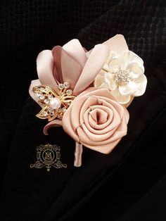 Champagne rose gold BROOCH BOUQUET. Ivory, beige, cream broach boquet. Jeweled crystal flowers weding bridal bouquet by Memory Wedding Boutonniere you can find here, its price is 20$ https://www.etsy.com/listing/537125820/champagne-brooch-boutonniere-rosegold?ref=shop_home_active_1 #goldbrooches