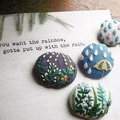 梅雨入りした東京。憂鬱な雨も植物たちには恵みの時です。 #刺繍#自然#ハンドメイドアクセサリー #ハンドメイド#ブローチ#雨 #植物 #brooch #handmade #botanical #rain #accessories #handmade#nature