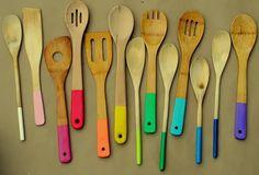 cucharas de madera de colores