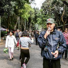 Enjoying icecream in the crowd  of people. #HoChiMinhMuseum #Hanoi #Vietnam