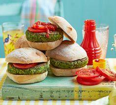 The best veggie burger recipes Fat Burger, Best Veggie Burger, Vegetarian Burgers, Vegetarian Barbecue, Bbc Good Food Recipes, Cooking Recipes, Yummy Food, Green Burger Recipe, Ciabatta