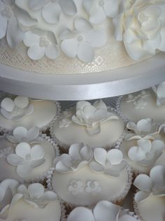 White Wedding Cake and Cupcake Decorating Ideas cup-cake-towers hello-lover foodstuff-i-love Cupcake Tower Wedding, Mini Wedding Cakes, Wedding Cake Photos, Wedding Cakes With Cupcakes, Fun Cupcakes, Cupcake Cookies, Daisy Cupcakes, Cupcake Towers, Wedding Cookies