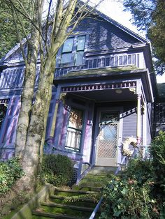 I remember walking past this house when I was in Portland.  The photo does not to the color justice.
