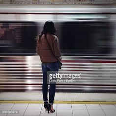Foto stock : Full Length Rear View Of Woman Standing On Railroad Station Platform Against Blur Train