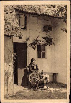 Postcard Mönchguter Fischerfrau von der Insel Rügen, Spinnrad #Ruegen #Moenchgut #Vorpommern