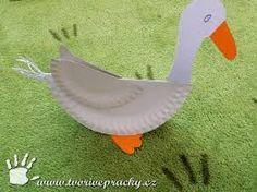 Výsledek obrázku pro svatomartinská husa-obrázek Farm Animal Crafts, Animal Crafts For Kids, Easter Crafts For Kids, Diy For Kids, Paper Birds, Paper Flowers, Hl Martin, Diy And Crafts, Arts And Crafts