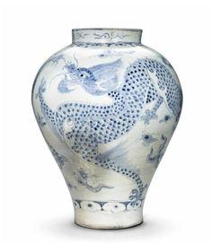 A Blue and White Porcelain Dragon Jar, Joseon Dynasty, 19th century