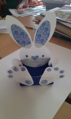 Easter Bunny.  This is a great gift for children, in his basket can give some Easter egg and of course, chocolate eggs should not be left out. And so we have a wonderful and homemade gift for our children. :)