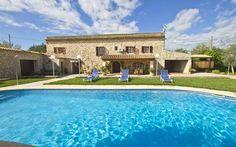 Finca Casa Rustica • Ort: Buger, Mallorca Norden • Preis pro Nacht 137 bis 288 € • Personen: Max. 7 • In der ländlichen Idylle nicht weit vom Dorf Buger finden Sie diese sehr schön restaurierte Finca mit Pool.