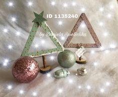 Mit folgenden Gonis Produkten habe ich diese Tannenbäume gestaltet. Mit den GoniDecor Farben, salbeigrün und rosa bemalt.Mit RubbelColl geklebt und für den Glitzer sorgt der Eiskristall. Dekopointer für die Perlen und Reliefpaste für den Schnee.
