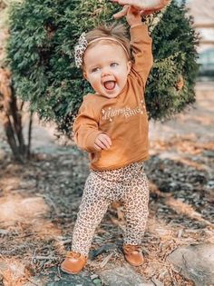 This super sweet set of leggings and Top Knot headbands is great for preemies, newborns, babies and toddlers! Each piece is flawlessly handmade, stylish for your baby and makes a great gift that anyone can be proud to give to a lucky mom and baby. #babyoutfit #babygift #preemieclothes #cutebabyclothes #babyshowergift Newborn Coming Home Outfit, Newborn Girl Outfits, Knot Headband, Headbands, Cheetah Leggings, Preemie Clothes, Baby Pants, Cute Baby Clothes, Baby Girl Fashion