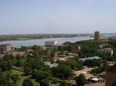 * Bamako * Capital do Mali. População: 1.809.106 habitantes (em 2009).