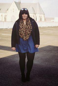 CONQUORE · The Fatshion Café   Fall Outfits leather jacket jeans dress www.conquore.com  #plussize #sizediversity