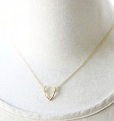 Minimalist Gold or Platinum Deer Antler Pendant Necklace - Joy of London Jewels Antler Necklace, Gold Pendant Necklace, Arrow Necklace, Hair Jewelry, Jewelry Gifts, Jewelry Ideas, Bridal Jewelry, Stylish Jewelry, Fashion Jewelry