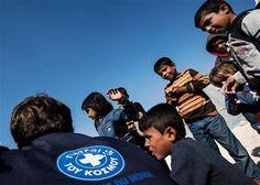 ταραΝΑΚΟΥνηματα: Μια  βάρκα φάρμακα για τους πρόσφυγες