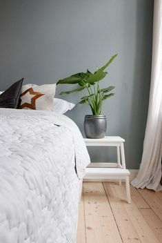 Paint the bedroom? Choose a Linen Blue Bedroom - Simple Renewal - Butinox Paint the bedroom? Choose a Linen Blue Bedroom - Simple Renewal - Butinox. Earth Tone Bedroom, Earth Tone Decor, Blue Bedroom, Modern Bedroom, Bedroom Simple, Room Additions, Farmhouse Bedroom Decor, Dream Decor, Color Pallets