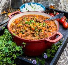 Vegetarisk gryta med linser, kikärtor och grönsaker