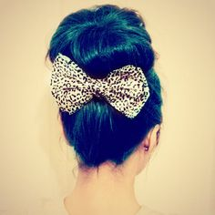 WANT THIS BOW! Love the hair color but I'm more of a pink person :)