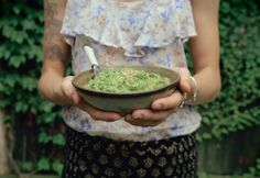 Pea, lemon and garlic guacamole w/ herbs and toasted seeds ● petite kitchen Homemade Guacamole, Guacamole Recipe, Petite Kitchen, Vegan Recipes, Cooking Recipes, Food Is Fuel, Savory Snacks, Appetisers, Dairy Free