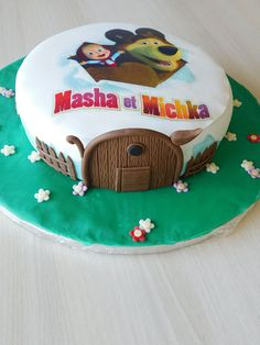 Un gâteau, un sourire ! Masha Et Mishka, Masha And The Bear, Party Cakes, Amazing Cakes, Fondant, Cake Decorating, Birthday Cake, Cooking, Desserts