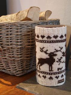 Hjorteskog trekk til tennbriketteboks pattern by Mette Tufta Loom Knitting, Knitting Patterns Free, Free Knitting, Crochet Patterns, Free Pattern, Crochet Gifts, Crochet Yarn, Free Crochet, Knitting Projects
