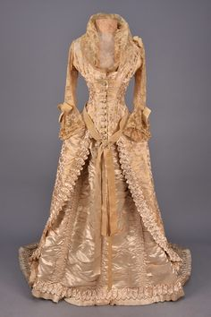 FANCY WEAVE SILK WEDDING GOWN and ACCESSORIES, 1880. - whitakerauction