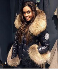 Puffer Jackets, Women's Jackets, Fur Fashion, Womens Fashion, Hooded Jacket, Collars, Fur Coat, Sexy Women, Jackets For Women